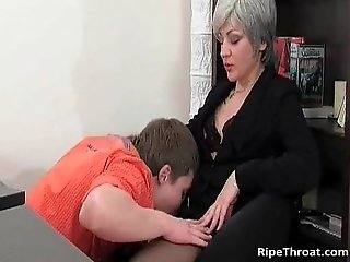 Slutty MILF gives blowjob to horny young