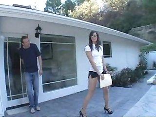 Bobbi Starr Real Estate Agent Closing the Deal